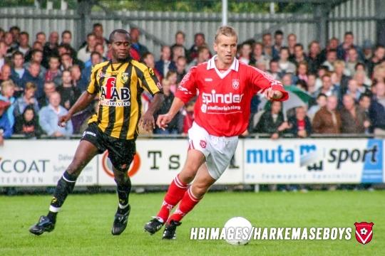 06-08-2005: Voetbal: Harkemase Boys v Vitesse : Harkema